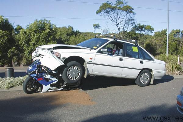 moto Suzuki GSXR accidente con coche