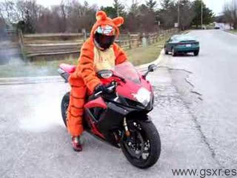 video disfraz moto burn-out