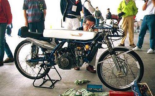 moto clasica Suzuki RK67