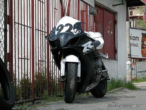 suzuki gsxr 600 blanco negro