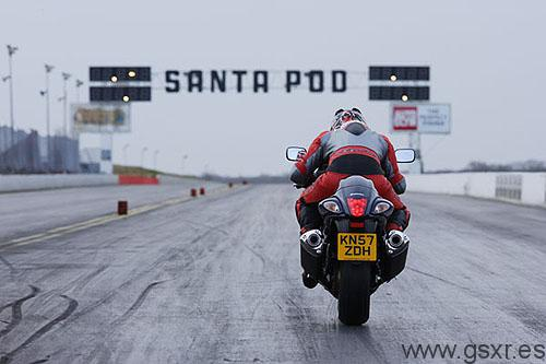 moto hayabusa contra coche radio control