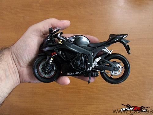 moto juguete maisto suzuki gsxr 600 2006