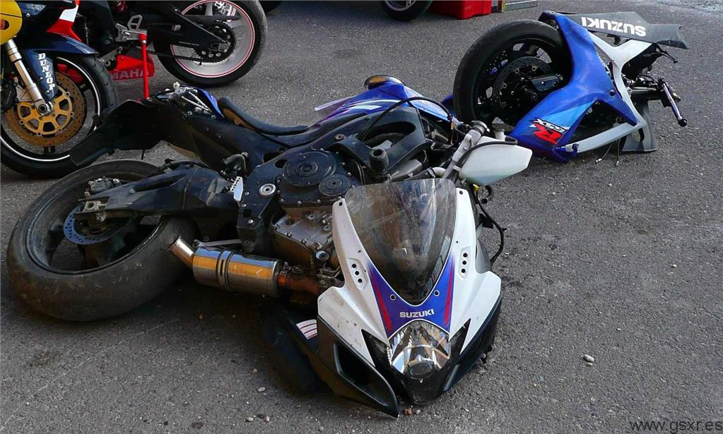 Moto Suzuki GSX-R 750 2007 en pedazos por un accidente