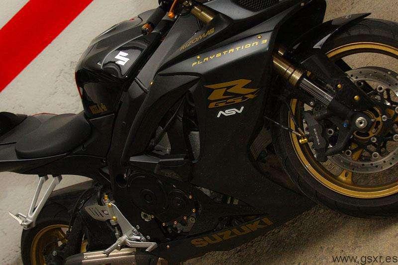 Suzuki GSXR 600 2007 black and gold