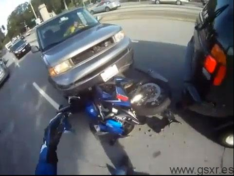video accidente moto casco camara
