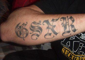 Chico gixxer tatuaje en el antebrazo