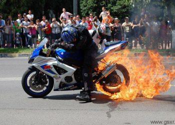 burnout ardiendo neumatico suzuki gsxr 1000 2008