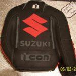 tarta chaqueta de moto ICON Suzuki