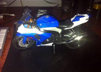 moto miniatura juguete suzuki gsxr 1000 2009