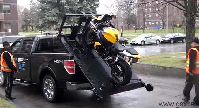 Video De Cómo Transportar Una Moto En Una Furgoneta Pickup Motocicletas Suzuki