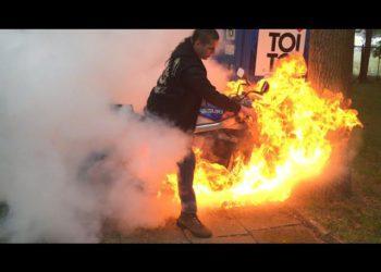 video suzuki gsxr ardiendo burnout